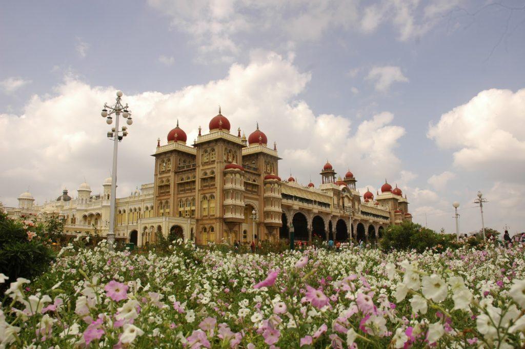 amazing-mysore-maharaja-palace-garden-1024x681-5602500